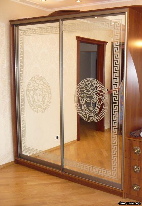 Клиенты часто отказываются использовать стекло в фасадах шкафа-купе